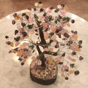 Πολύχρωμο δέντρο με ημιπολύτιμους λίθους