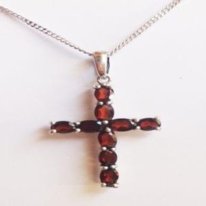 Βυζαντινό σταυρουδάκι από γρανάτη