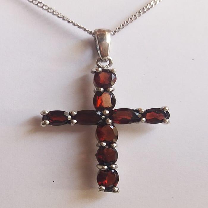 Βυζαντινός σταυρός από γρανάτη