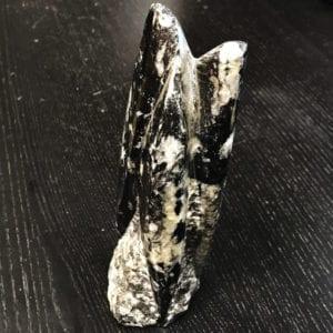 Μοναδικό ορυκτό πέτρωμα μαύρης τουρμαλίνης