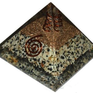 Πυραμίδα οργόνης δαλματικού ίασπη με λευκή ράβδο