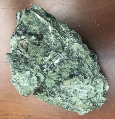 Ενεργειακή ακατέργαστη πέτρα σερπεντίνη